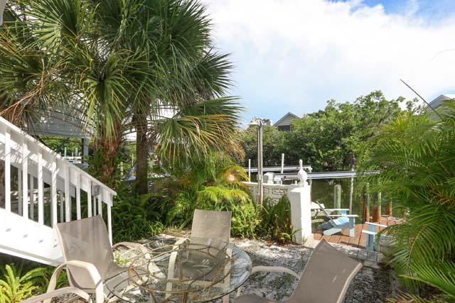 Additional photo for property listing at 135 Damfiwill St, Boca Grande, FL 33921  Boca Grande, Florida,33921 United States
