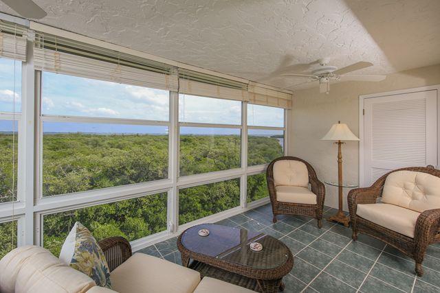 Additional photo for property listing at 4540 Gulf of Mexico Dr, Unit #PH 1, Longboat Key, FL 34228  Longboat Key, Florida,34228 United States