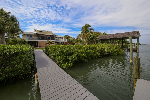 Additional photo for property listing at 51 Bayshore Cir, Placida, FL 33946  Placida, Florida,33946 United States