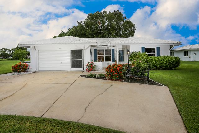 1314 Oakleaf Blvd, Bradenton, FL 34208
