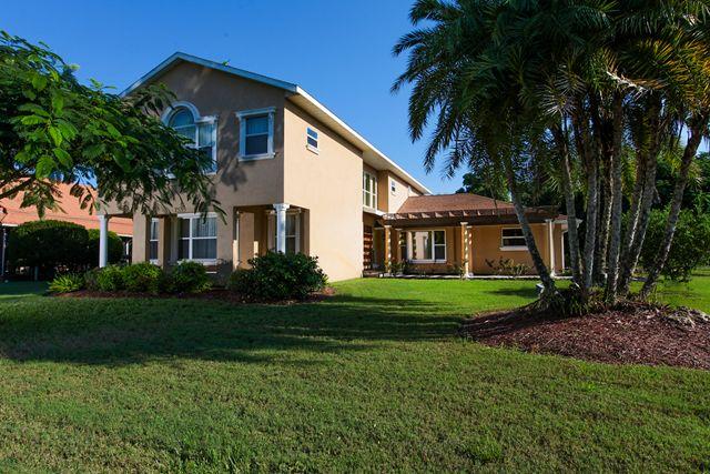 7535 Westmoreland Dr, Sarasota, FL 34243