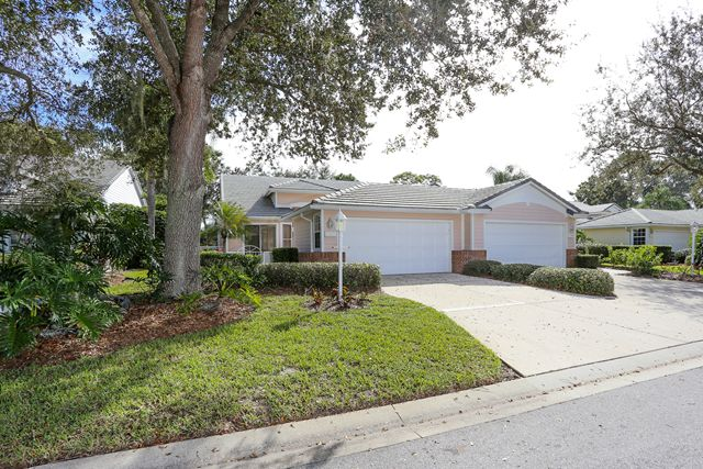 7947 Whitebridge Gln, University Park, FL 34201