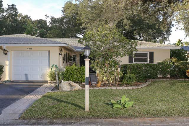 6918 W Country Club Dr N, Sarasota, FL 34243