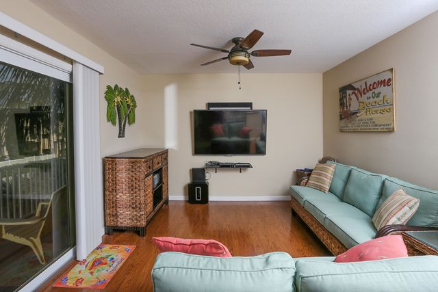Additional photo for property listing at 2311 Gulf Dr N, Unit #A, Bradenton Beach, FL 34217  Bradenton Beach, Florida,34217 United States