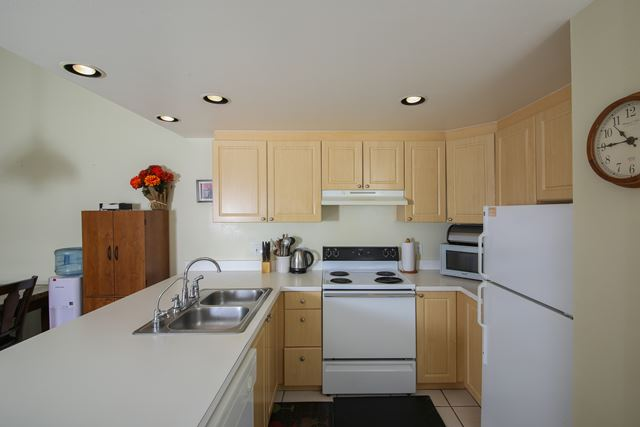 Kitchen - Villa for rent at 3401 54th Drive West Unit F203, Bradenton, FL 34210 - MLS Number is 340154TH203