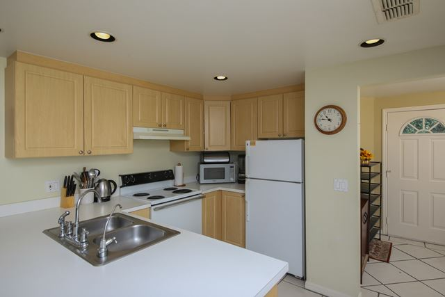 Kitchen and Entrance - Villa for rent at 3401 54th Drive West Unit F203, Bradenton, FL 34210 - MLS Number is 340154TH203