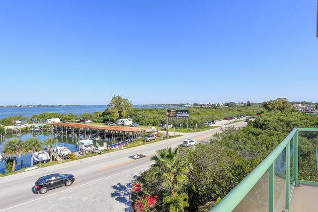Additional photo for property listing at 1375 Beach Rd, Unit #312, Englewood, FL 34223 1375 Beach Rd, Unit #312 Englewood, Florida,34223 États-Unis