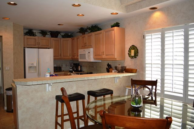 Kitchen with Breakfast Bar - Villa for rent at 3605 54th Drive West, L204, Bradenton, FL 34210 - MLS Number is 360554TH204