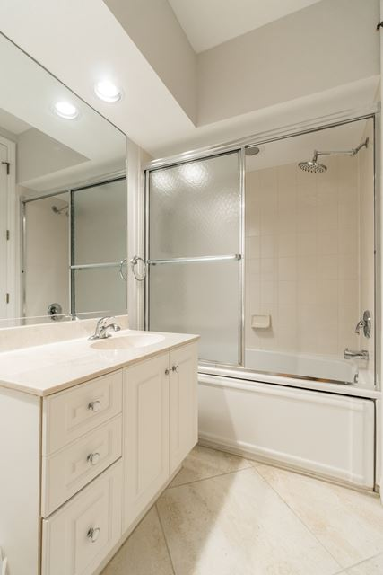 Guest Bathroom - Condo for rent at 3608 54th Drive West, J103, Bradenton, FL 34210 - MLS Number is 360854TH103