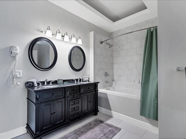 Primary Bathroom Suite with Garden Tub - Villa for rent at 3702 54th Drive West, Q203, Bradenton, FL 34210 - MLS Number is 370254TH203