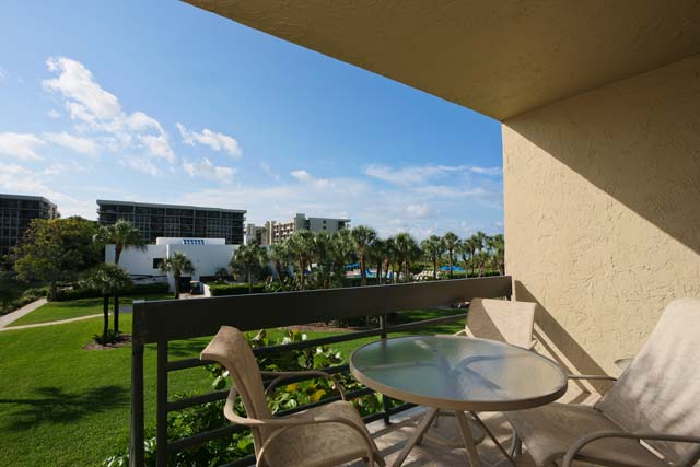 Additional photo for property listing at 1125 Gulf of Mexico Dr, Unit #104, Longboat Key, FL 34228 1125 Gulf of Mexico Dr, Unit #104 Longboat Key, Florida,34228 United States