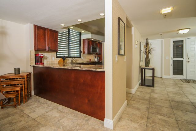 Additional photo for property listing at 1145 Gulf of Mexico Dr, Unit #305, Longboat Key, FL 34228 1145 Gulf of Mexico Dr, Unit #305 Longboat Key, Florida,34228 United States