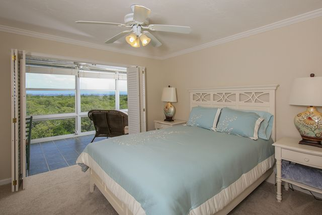 Additional photo for property listing at 4540 Gulf of Mexico Dr, Unit #PH1, Longboat Key, FL 34228 4540 Gulf of Mexico Dr, Unit #PH1 Longboat Key, Florida,34228 United States