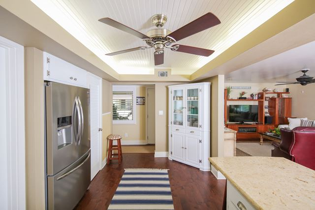 Additional photo for property listing at 4810 Gulf of Mexico Dr, Unit #9, Longboat Key, FL 34228 4810 Gulf of Mexico Dr, Unit #9 Longboat Key, Florida,34228 United States
