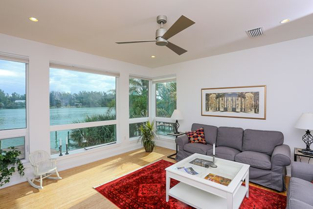 Additional photo for property listing at 7130 Longboat Dr E, Longboat Key, FL 34228 7130 Longboat Dr E Longboat Key, Florida,34228 Estados Unidos