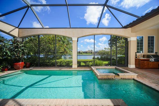 Additional photo for property listing at 8343 Catamaran Cir, Bradenton, FL 34202 8343 Catamaran Cir Bradenton, 佛羅里達州,34202 美國