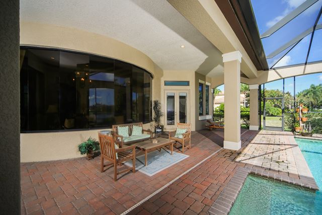 Additional photo for property listing at 8343 Catamaran Cir, Bradenton, FL 34202 8343 Catamaran Cir Bradenton, Florida,34202 Verenigde Staten