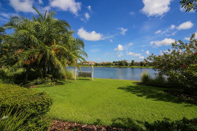 Additional photo for property listing at 8343 Catamaran Cir, Bradenton, FL 34202 8343 Catamaran Cir Bradenton, Florida,34202 Estados Unidos