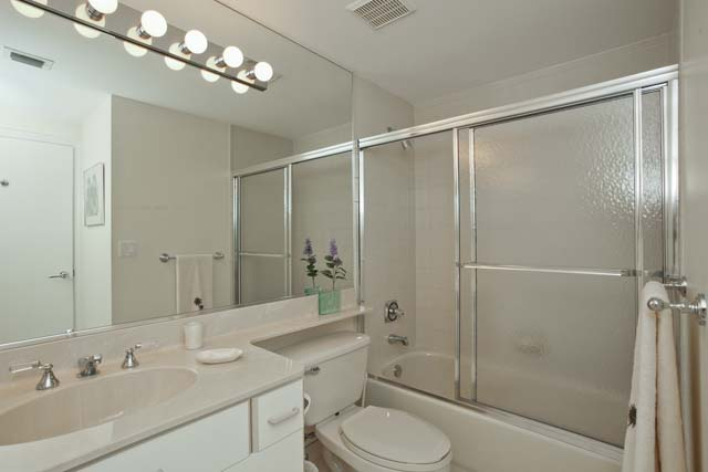 Additional photo for property listing at 1800 Ben Franklin Dr, Unit #605, Sarasota, FL 34236 1800 Ben Franklin Dr, Unit #605 Sarasota, Florida,34236 United States