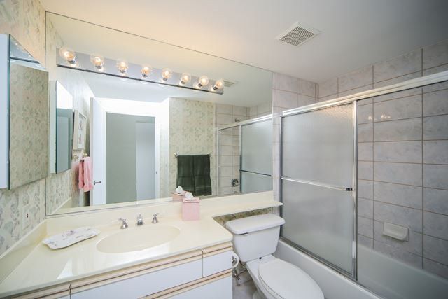 Guest Bathroom - Condo for rent at 1800 Benjamin Franklin Dr, #A904, Sarasota, FL 34236 - MLS Number is 1800BENFA904