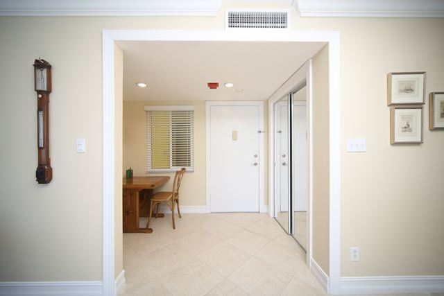 Additional photo for property listing at 350 Golden Gate Pt, Unit #22, Sarasota, FL 34236 350 Golden Gate Pt, Unit #22 Sarasota, Florida,34236 United States