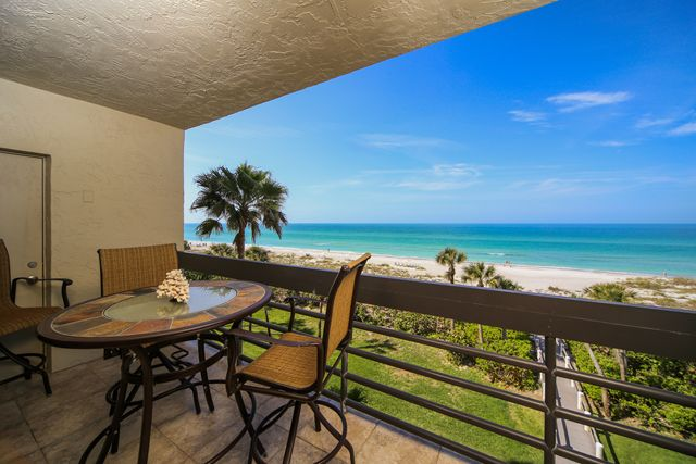 1145 Gulf of Mexico Dr, Unit #305, Longboat Key, FL 34228