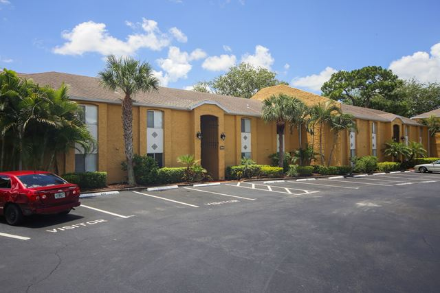 1951 Toucan Way, Unit #211, Sarasota, FL 34232