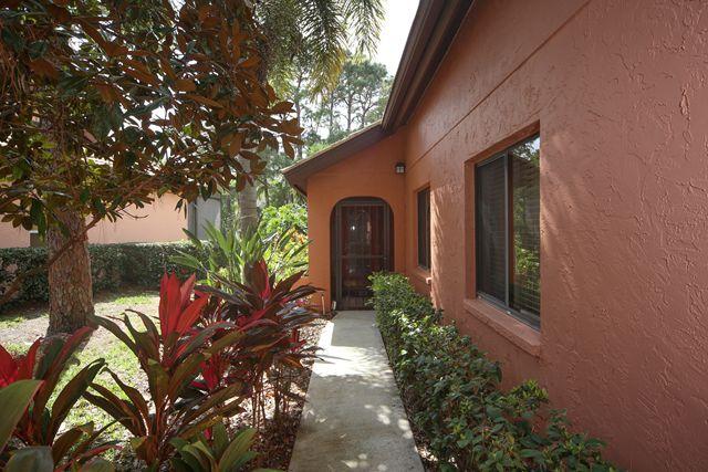 4750 Tivoli Ave, Sarasota, FL 34235
