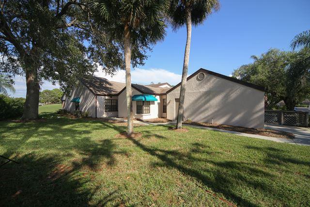 5841 Clubside Dr, Sarasota, FL 34243