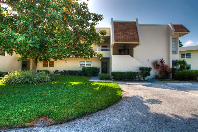 7153 W Country Club Dr N, Unit #146, Sarasota, FL 34243