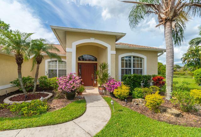 7332 Featherstone Blvd, Sarasota, FL 34238