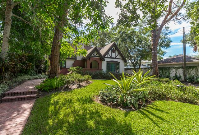 1620 Hyde Park St, Sarasota, FL 34239