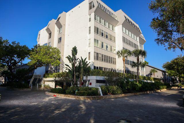 1255 E Peppertree Dr, Unit #105, Sarasota, FL 34242